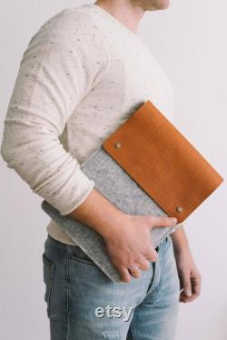 Case for 15 Inch MacBook Pro, Retina Display, Italian vegetable-tanned leather, wool felt, Courier , by bandandroll