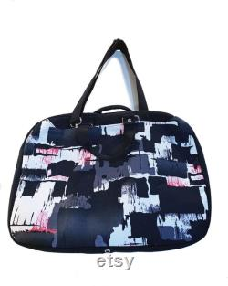 Laptop carry bag to suit 15 laptop with padded internal divider, zippered internal pocket, carry handles and removable shoulder strap
